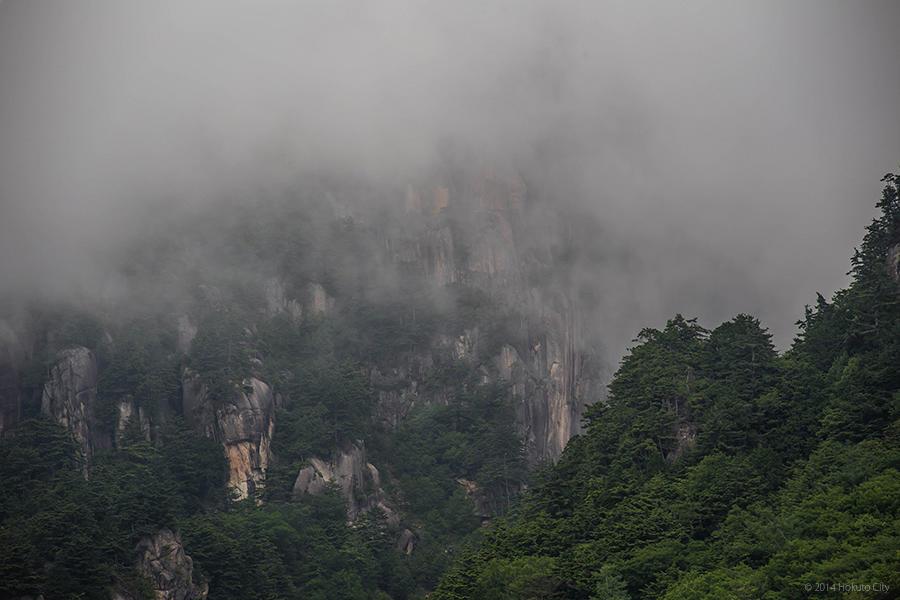 03.みずがき山自然公園からの瑞牆山 01