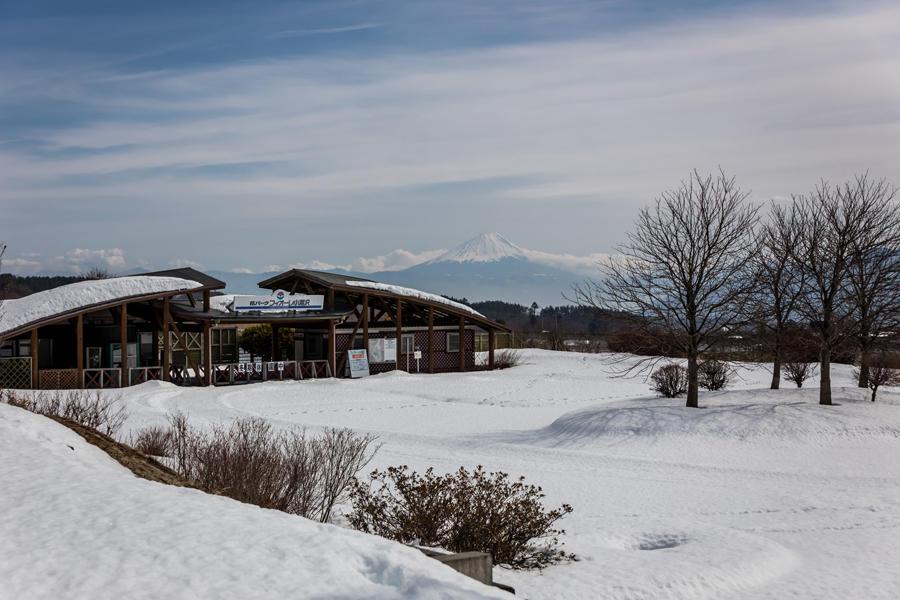 フィオーレ小淵沢から望む富士山